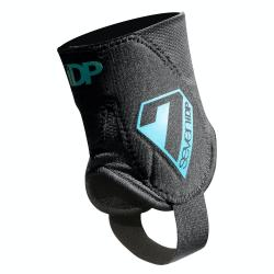 7Idp Control Ankle Guards Men's Size Small/Medium in Black/White