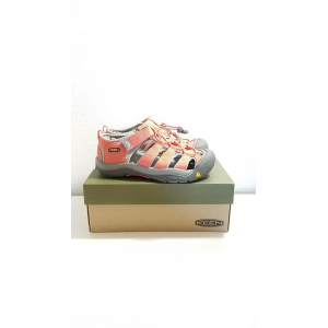 NEW in box Keen Sandles Youth Size 6