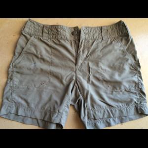 Womens Columbia- Titanium, Omni dry shorts (size 6)