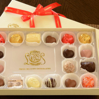 Leonidas Chocolates 18-Piece Signature Assortment - Beige Box