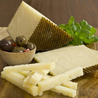 Manchego Cheese - Aged 6 Months - 8 oz cut portion
